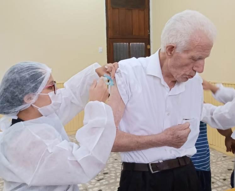 Sacerdotes da Arquidiocese de Belém são vacinados contra Coronavírus